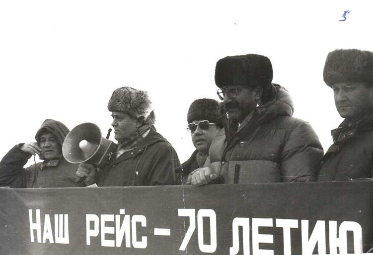 "Митинг перед отходом атомного ледокола ""Сибирь"""