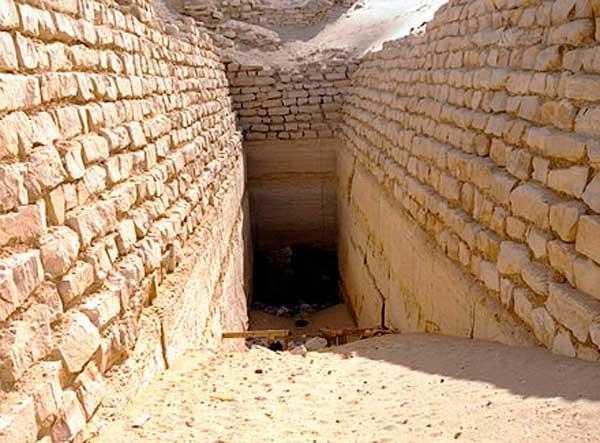 Вход в пирамиду Сехемхета