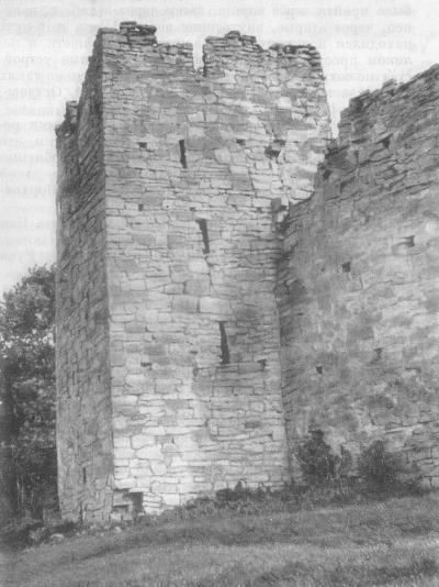 Малая башня Порховской крепости. 1387 г