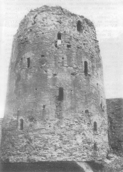 Изборская крепость. Башня Вышка. XV в.