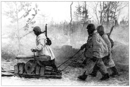 Группа красноармейцев-пулеметчиков в Рабочем поселке Л-2, уже освобожден ном от немцев. Ленинградский фронт, январь 1943 года (АВЛ)