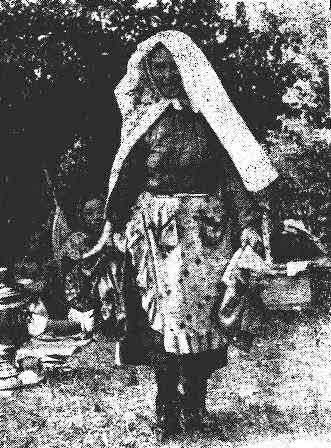 На традиционном женском празднике карга туй. На переднем плане — распорядительница праздника. Кунашакскнй район, Челябинская область. 1959 г.