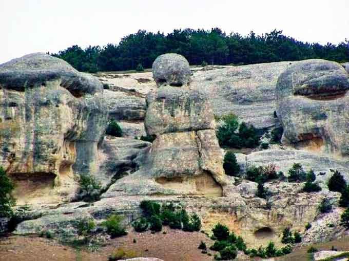 камни Мать и Дочь в Крыму