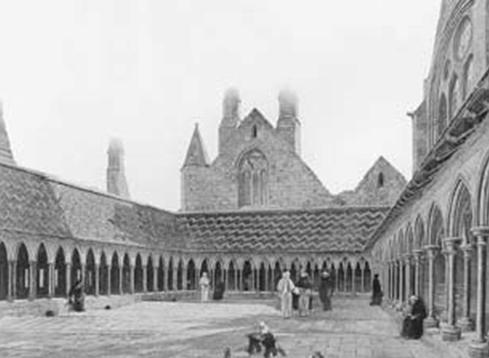 Монастырские галереи. С картины Э. Лансье