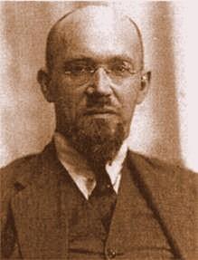 Владимир Григорьевич Орлов начал свою деятельность в дореволюционной России в качестве служителя Фемиды, но затем превратился в международного авантюриста, ставшего главной фигурой в нескольких международных скандалах