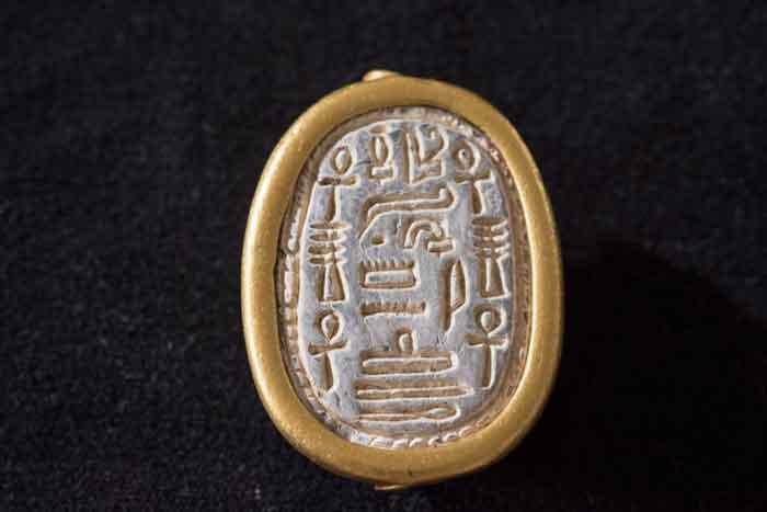 Университет Хайфы объявил об открытии редкой 3700-летней печати скарабея, найденной в Тель-Доре, важном древнем порту на побережье к югу от Хайфы