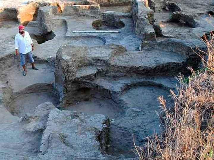 Раскоп, в котором была найдена стелла персидского царя Дария. Фото предоставлено Фанагорийской экспедицией ИА РАН