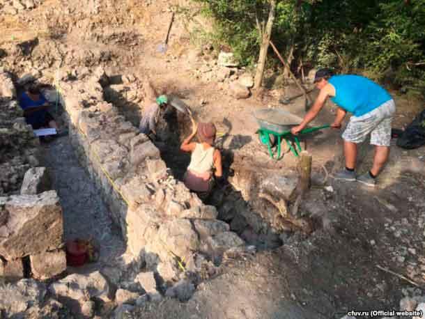 Экспедиция Научно-исследовательского центра истории и археологии Крыма КФУ имени Вернадского в июле 2016 года продолжила археологические исследования городища Эски-Кермен