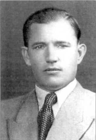 Полковник ЯКОВЛЕВ АЛЕКСАНДР ВЛАДИМИРОВИЧ (псевдоним — «САВВА») Родился в 1904 г. с. Хортица Запорожской области. Русский.