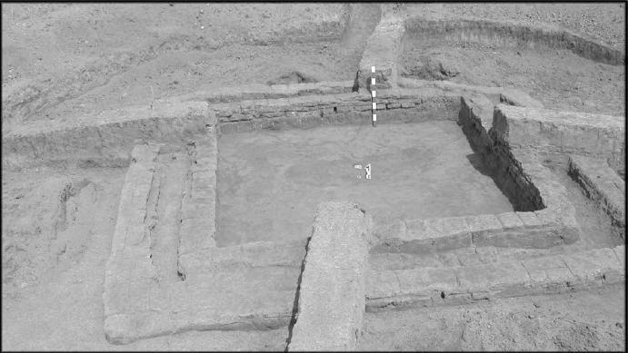 Общий вид сырцовой оградки насыпи № 11 могильника Аксай-I