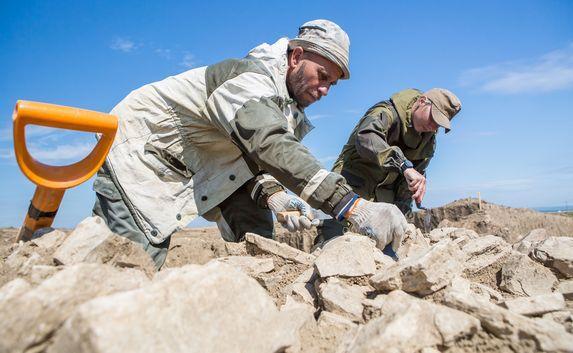 Старинные монеты, древние гидротехнические сооружения и античный некрополь обнаружили археологи на месте строительства Крымского моста
