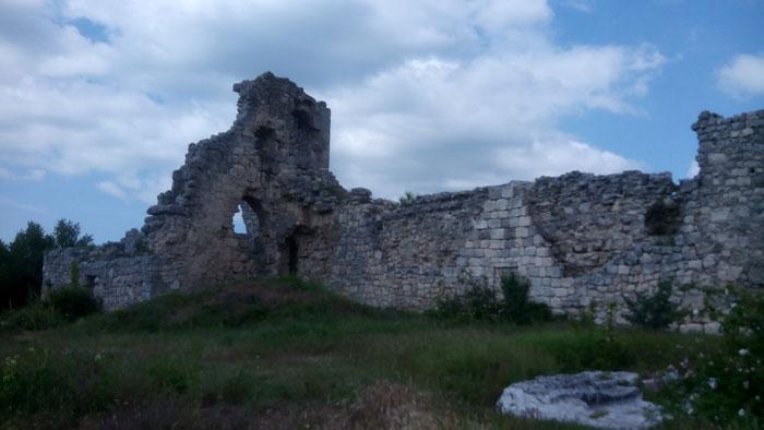 Руины княжеского дворца правителей Феодоро на плато Мангуп