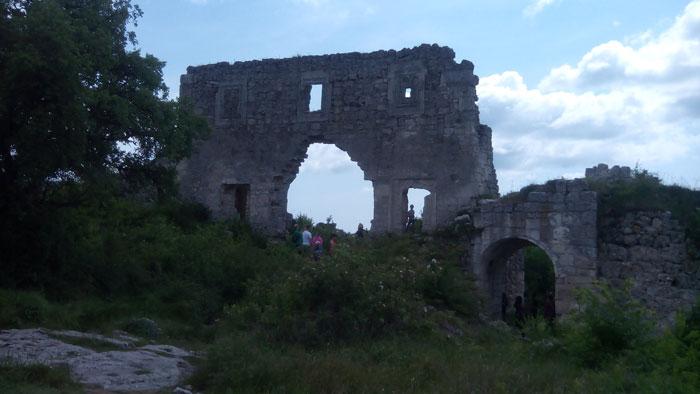 Руины княжеского дворца правителей Феодоро на плато Мангуп. © secrethistory.su