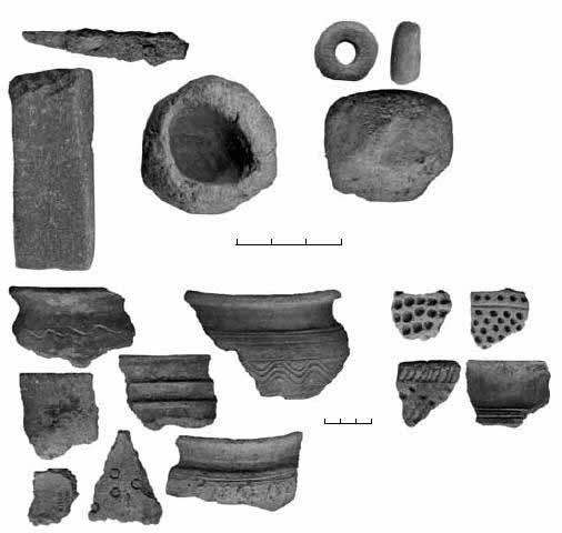 Рис. 3. Белоозеро. Подъёмный материал: орудия, керамика (ВХ ФЗК 558/1–18)