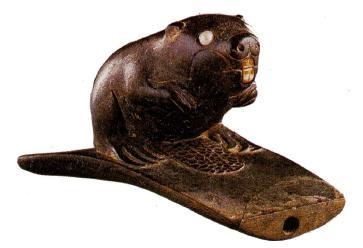 Трубка, украшенная фигуркой бобра. Культура хопвел, 100 г до н.э - 600 г. н.э.