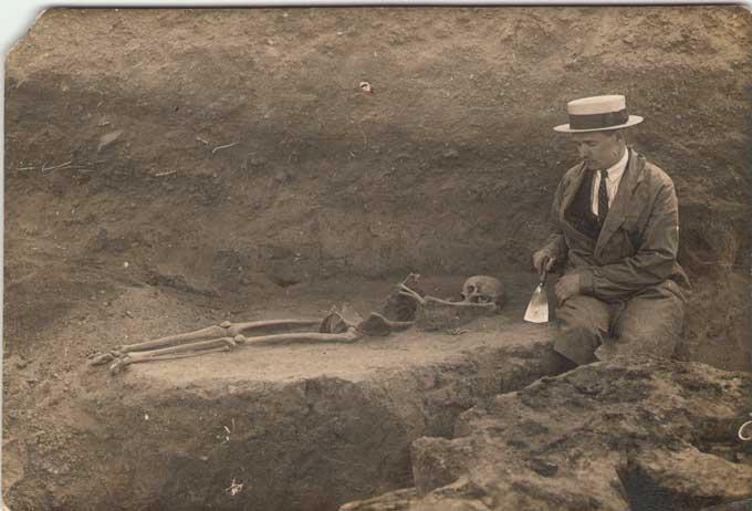 Трохим Тесля на розкопках Донецького городища.1929 рік.