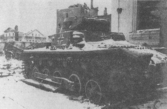 Брошенный немцами при отступлении Pz.I Ausf.B. Калининский фронт, г. Великие Луки, 1943 год.
