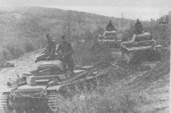 Танки Pz.II Ausf.C выдвигаются к греческой границе. Болгария, апрель 1941 года.