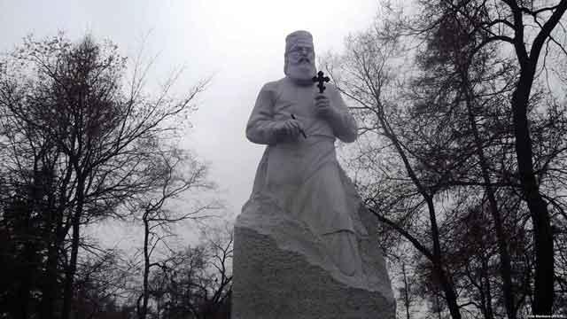 Памятник Войно-Ясенецкому в Красноярске