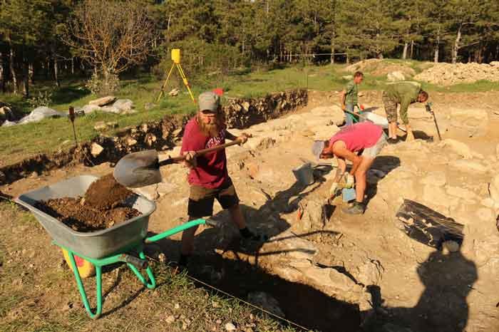 Под Севастополем археологи «открывают» крепость царя Митридата