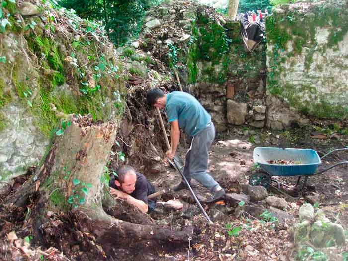 В грузинском селе Калаури археологи обнаружили уникальный трапезный зал в средневековом монастыре Крестителя