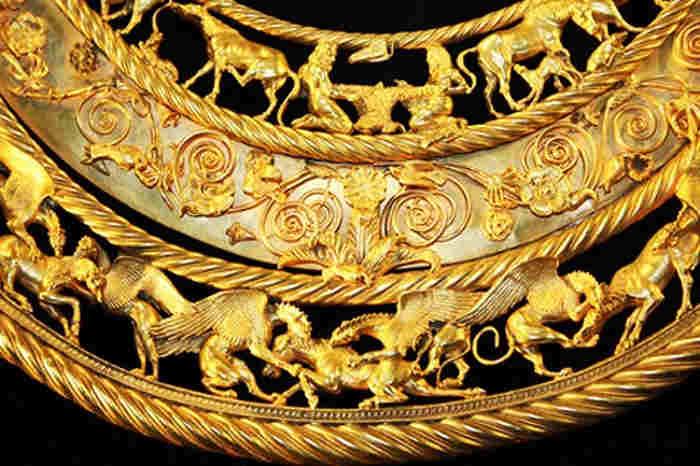 Золота скіфська пектораль