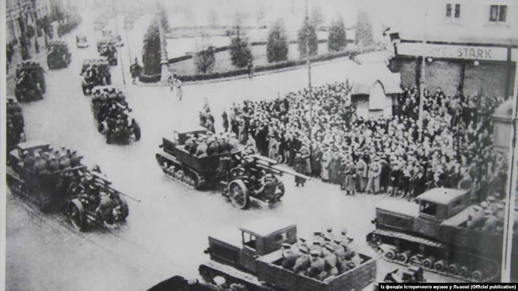 Население Львова встречает Красную армию. Сентябрь 1939 года