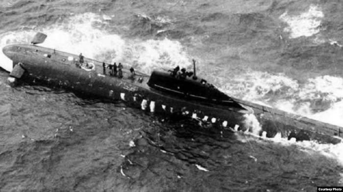 Советская атомная подлодка К-8 в Бискайском заливе после пожара на борту 8 апреля 1970 г