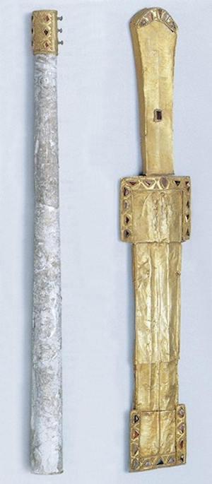 Нагайка и кинжал из «княжеского» погребения у с. Брут (Северная Осетия). Золото, гранаты. Зернь
