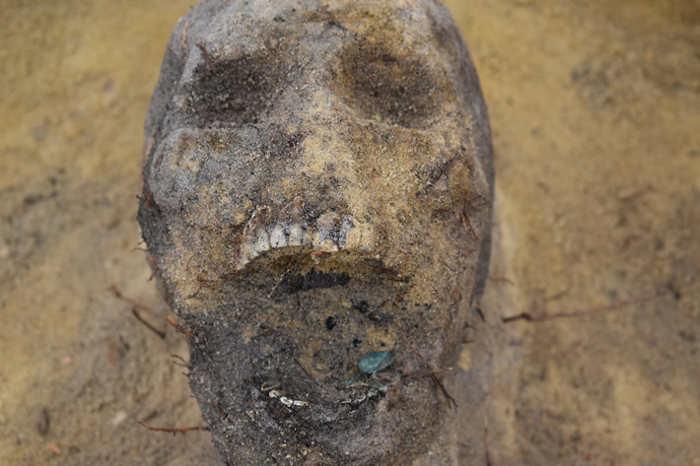 Некоторые из детей были похоронены с монетами во рту