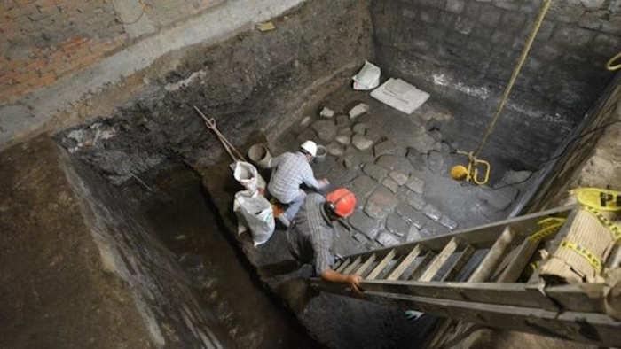 Археологи говорят, что пол, вероятно, сформировал часть внутреннего двора
