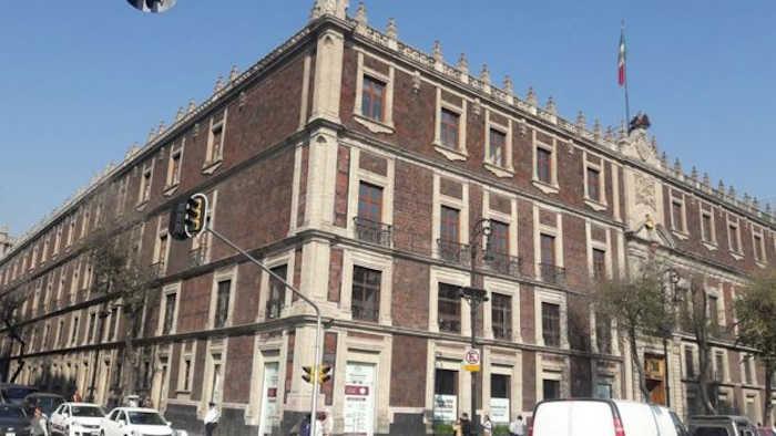 Здание, которое сейчас стоит на этом месте, - Национальный Монте де Пьедад, - это исторический ломбард, построенный в 1755 году.
