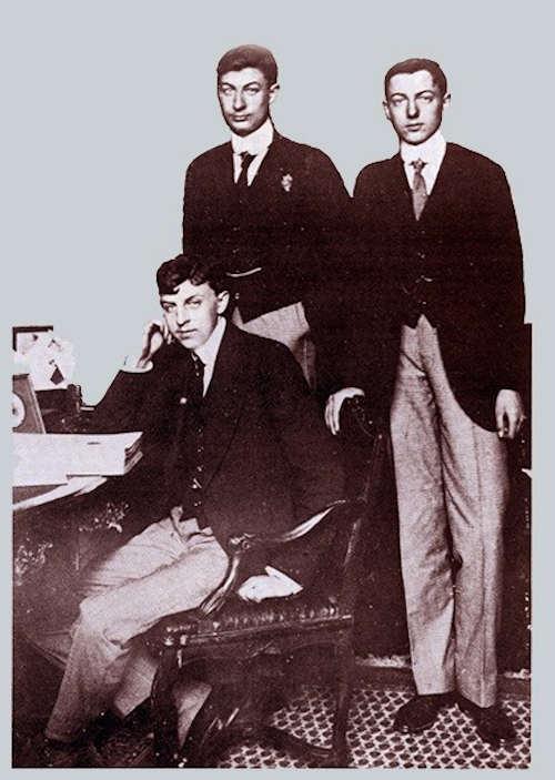 Братья Бегуэны – открыватели пещер Тюк д'Одубер и Труа Фрер: слева направо Макс, Жак и Луи, 1913 г.