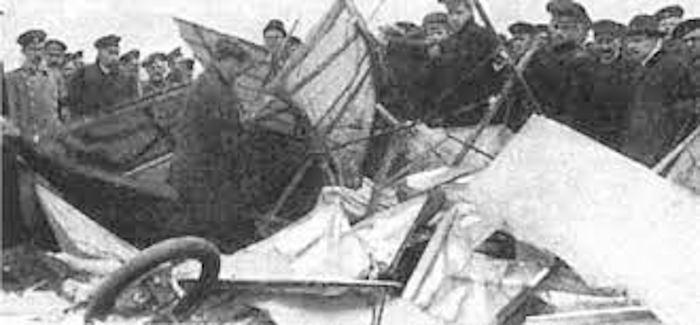 7 октября 1910 года во время показательного полета под Санкт-Петербургом трагически погиб один из пионеров русской авиации Левко Макарович Мациевич.