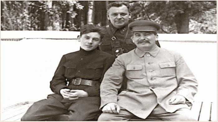 Василий Сталин, начальник охраны Кремля Николай Власик, Иосиф Сталин