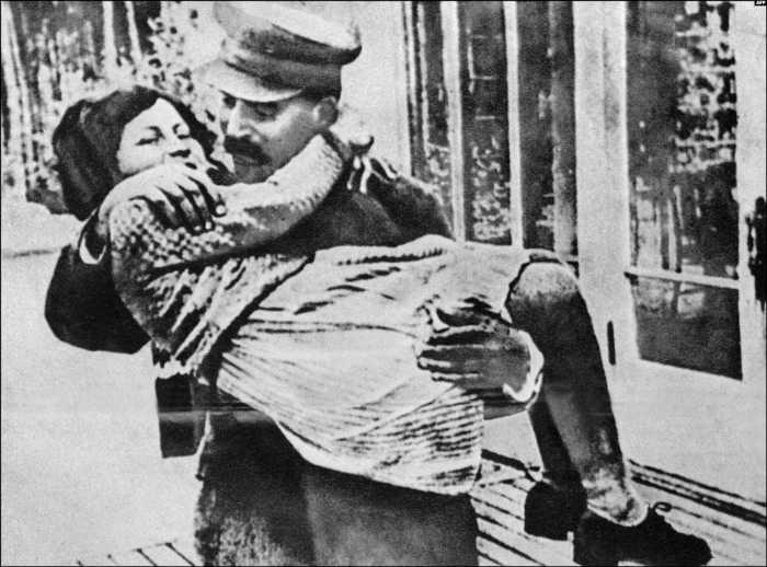 Иосиф Сталин с дочерью Светланой