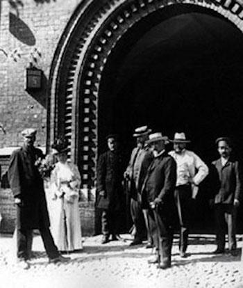 В августе 1907 года был убит начальник петербургской тюрьмы Анатолий Иванов -