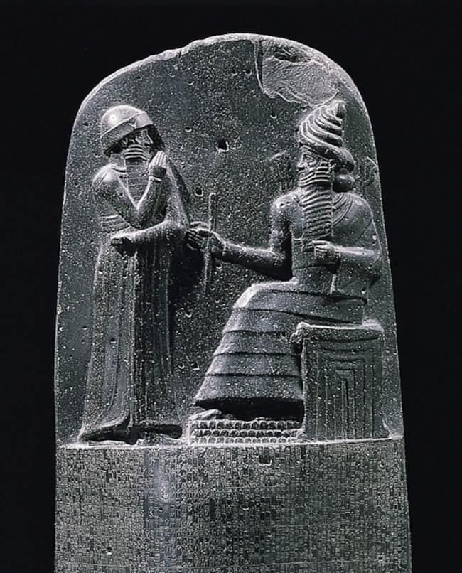 Царь Хаммурапи (слева) и солнечный бог Шамаш