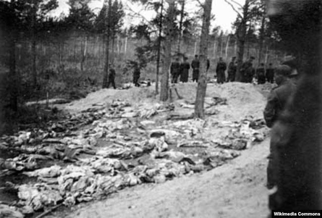 Тела пленных польских офицеров, убитых в Катыни, 1940 год