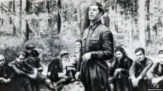 Дмитрий Медведев в партизанском отряде