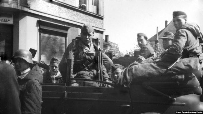 Солдаты РОА в пражском районе Радотин