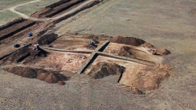 На территории поселения Аджи-Эль были обнаружены и изучены так называемые хозяйственные ямы, которые позволяют сделать вывод о присутствии здесь населенного пункта в период Золотой Орды