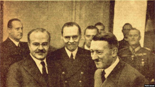 Молотов и Гитлер в имперской канцелярии