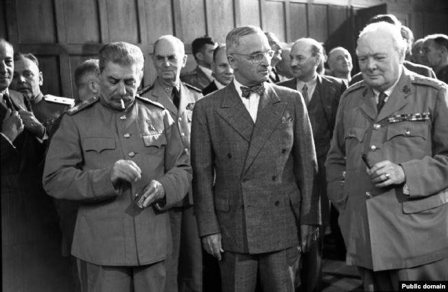 Иосиф Сталин, Гарри Трумэн, Уинстон Черчилль на Потсдамской конференции, июль 1945 года