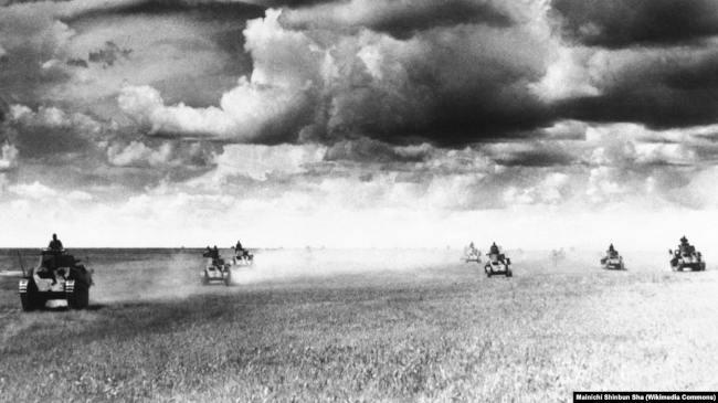 Танковая атака японцев перед рекой Халхин-Гол. Июль 1939 года