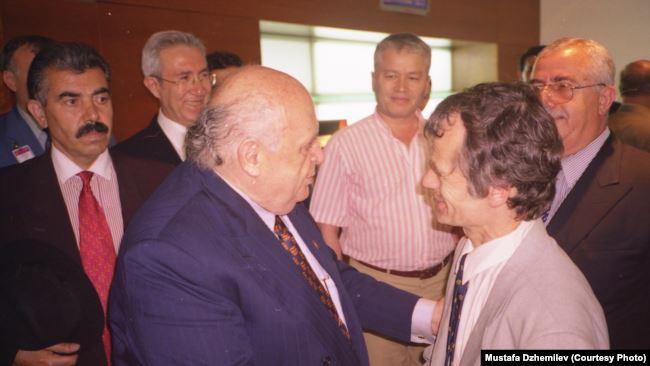 Встреча Мустафы Джемилева (на переднем плане справа) с экс-президентом Турции Сулейманом Демирелем