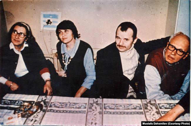 Слева направо: Елена Боннэр, Сафинар Джемилева, Мустафа Джемилев, Андрей Сахаров