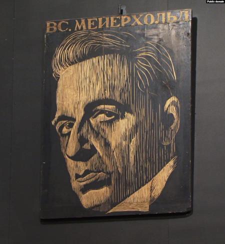 Портрет Мейерхольда в театре на Таганке