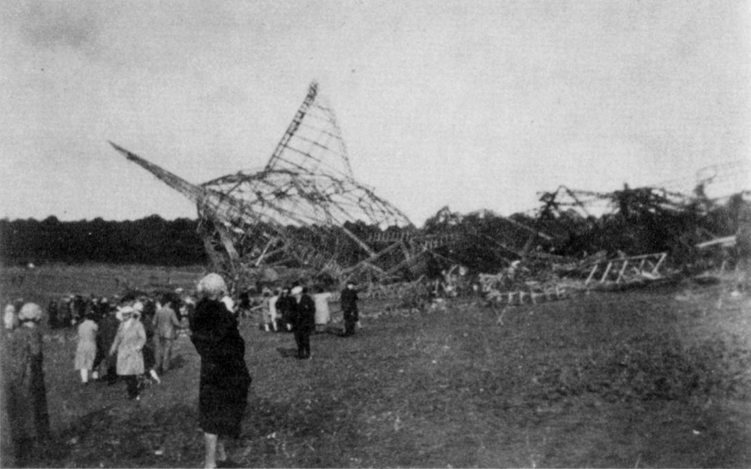 5 октября 1930 года в окрестностях французского города Вове взорвался английский дирижабль R-101. Погибли 48 человек.