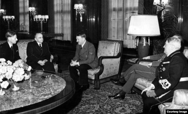 Владимир Деканозов и Адольф Гитлер